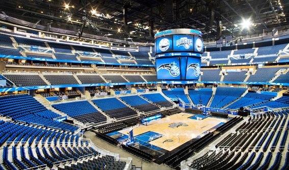 Jogo da NBA do Orlando Magic na Arena Amway Center