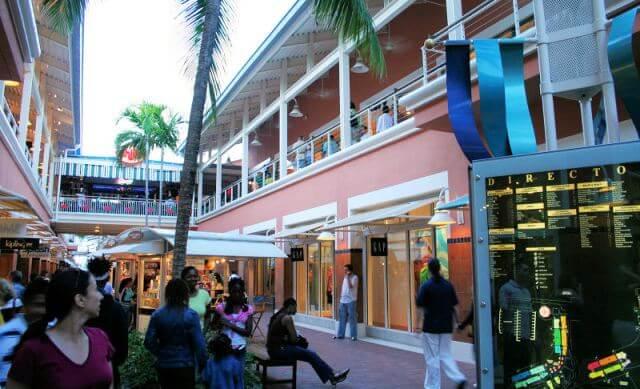 Como é o shopping Bayside Marketplace em Downtown Miami