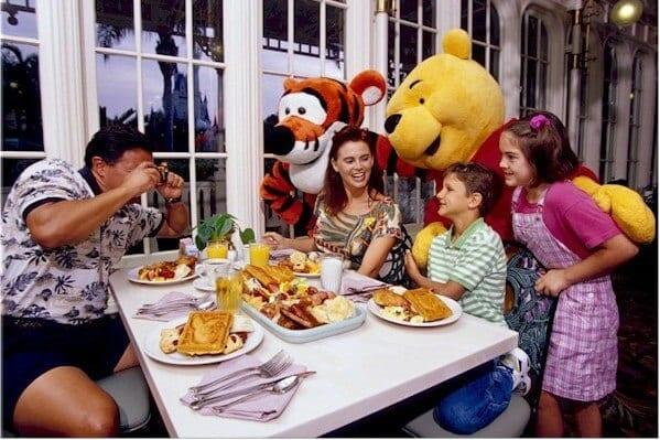 Conheça o restaurante Crystal Palace, do Magic Kingdom