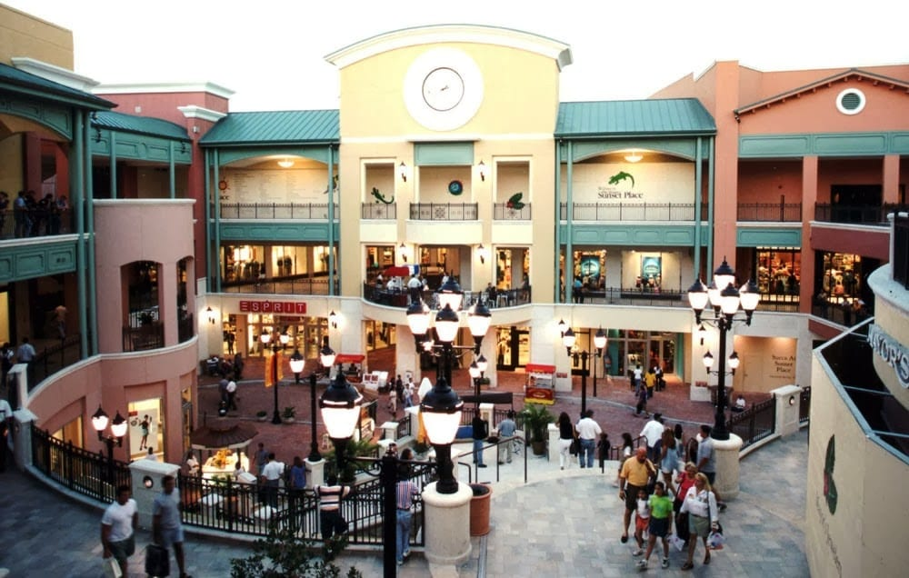 The Shops At Sunset Place em Miami