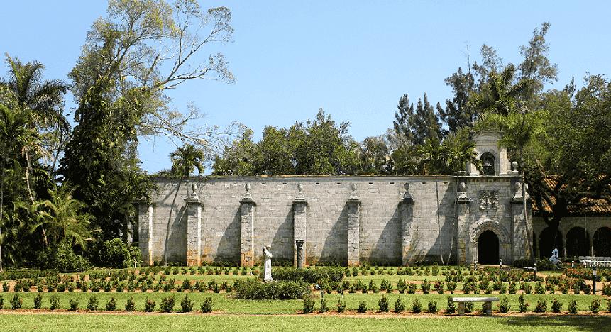 Ancient Spanish Monastery Cloister and Gardens em Miami