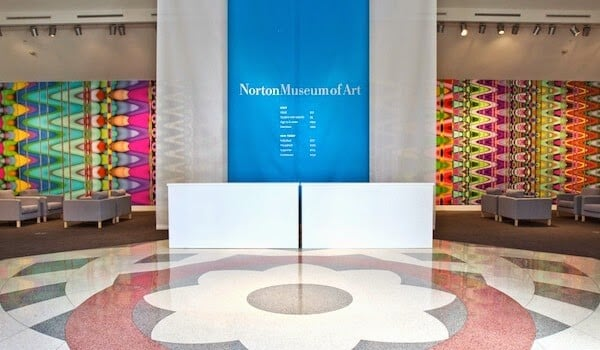 Entrada do Norton Museum of Art em Palm Beach Florida