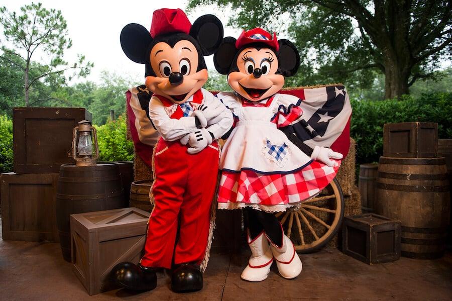Mickey e Minnie no Backyard BBQ