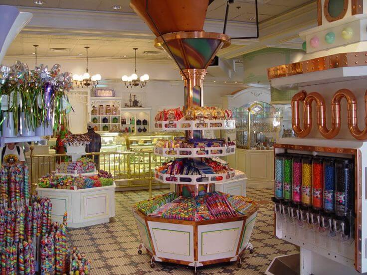 Interior da Confectionery no Magic Kingdom em Orlando