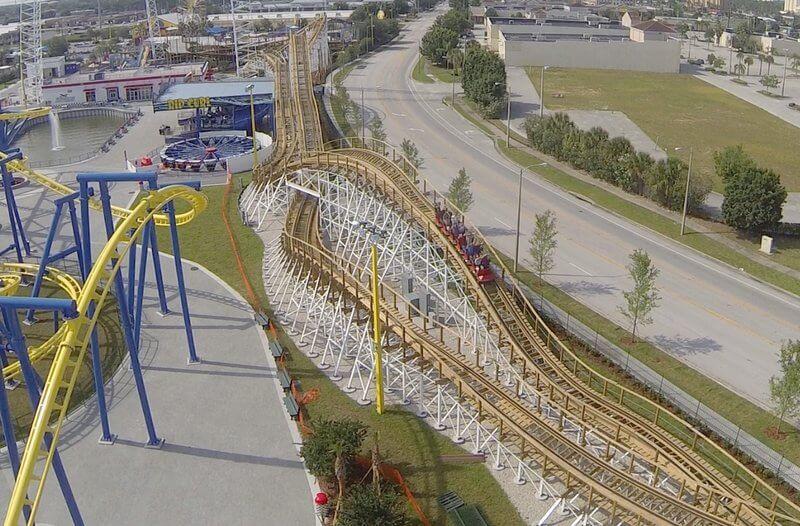 Montanha-russa do parque Fun Spot em Orlando