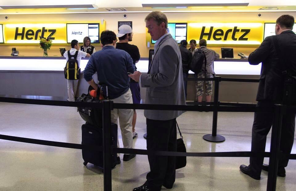 Locadora de carro Hertz no aeroporto de Orlando