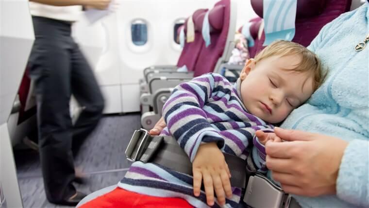 Dicas para mães em Orlando: Preparações para o voo